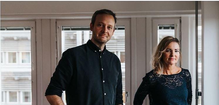 Jon Klüft och Åsa Qvarsebo berättar om LSS-bostäders satsning med ett verksamhetsprogram. Foto: Sanna Dolck Wall.